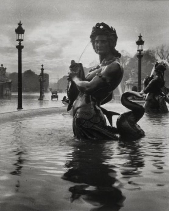 Untitled (La fontaine de la Place de la Concorde)